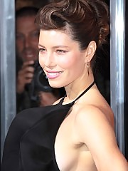 Jessica Biel looks sexy in black dress