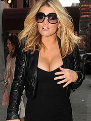 Jessica Simpson her breasts wants to pop out