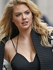 Kate Upton busts out her supermodel cleavage