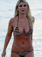 Brooke Hogan hot ass and big tits in a bikini
