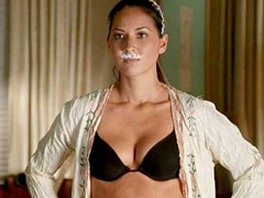 Olivia Munn looks sexy in black lingerie