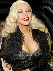 Christina Aguilera flashes mega cleavage