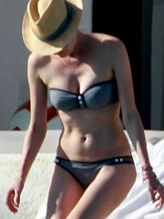 Diane Kruger looks sexy in a little bikini