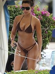 Vida Guerra boobs look great in this sexy bikini