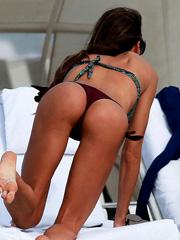 Claudia Galanti bikini hotness at the beach