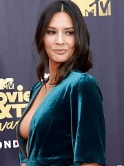 Olivia Munn Big Cleavage Shown On MTV Movie Awards 2018