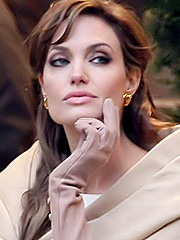 Angelina Jolie hotness is back to the scene