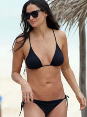 Demi Moore hot bikini pictures on the beach