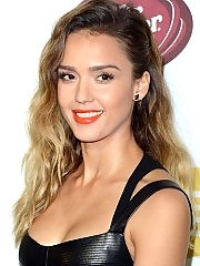 Jessica Alba boobs look great in this sexy bikini