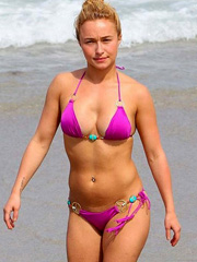 Hayden Panettiere bikini hotness at the beach