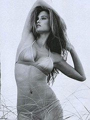 Bar Refaeli showing her smoking hot body
