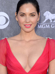 Olivia Munn busts cleavage on the red carpet