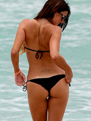 Claudia Romani bikini hotness at the beach