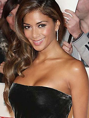 Nicole Scherzinger busts her hot cleavage
