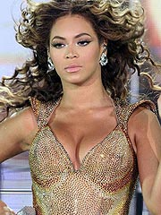 Beyonce Knowles showing her sexy cleavage dress