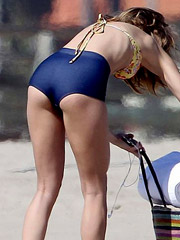 Annalynne McCord flashes hot bikini booty