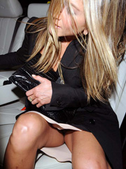 Jennifer Aniston oops flashes upskirt