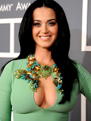 Katy Perry mega cleavage wins the show