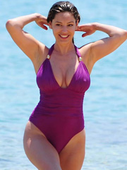 Kelly Brook hot and boobastic swimsuit pics
