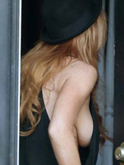 Lindsay Lohan drops some hot braless sideboob