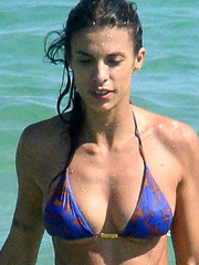 Elisabetta Canalis bikini hotness on the beach