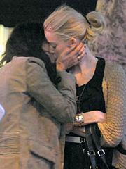 Amber Heard lesbian kissing her girlfriend