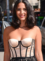 Olivia Munn gets uber hot and busts sexy cleavage