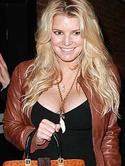 Jessica Simpson really got amazing cleavage
