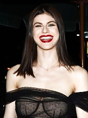 Alexandra Daddario Goes Braless & Shows Nude Tits