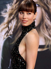 Jessica Biel drops some awesome sideboob
