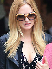 Heather Graham drops some decent cleavage