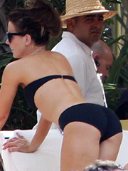 Kate Beckinsale hot milf bikini ass pose