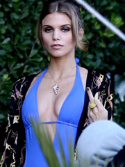 Annalynne McCord looks sexy in a swimsuit