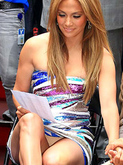 Jennifer Lopez upskirt for panty peekers