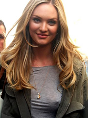 Candice Swanepoel forgot to wear her bra