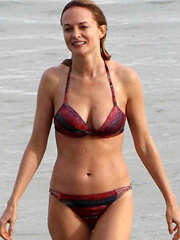 Heather Graham bikini hotness at the beach