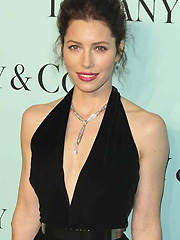 Jessica Biel brings hotness on the red carpet